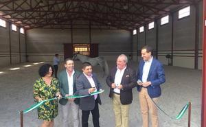 Abre en Arjona un novedoso centro que combina la hípica con el oleoturismo