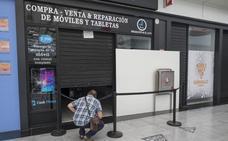 Un detenido por robar tiendas de móviles en el Serrallo y el Nevada