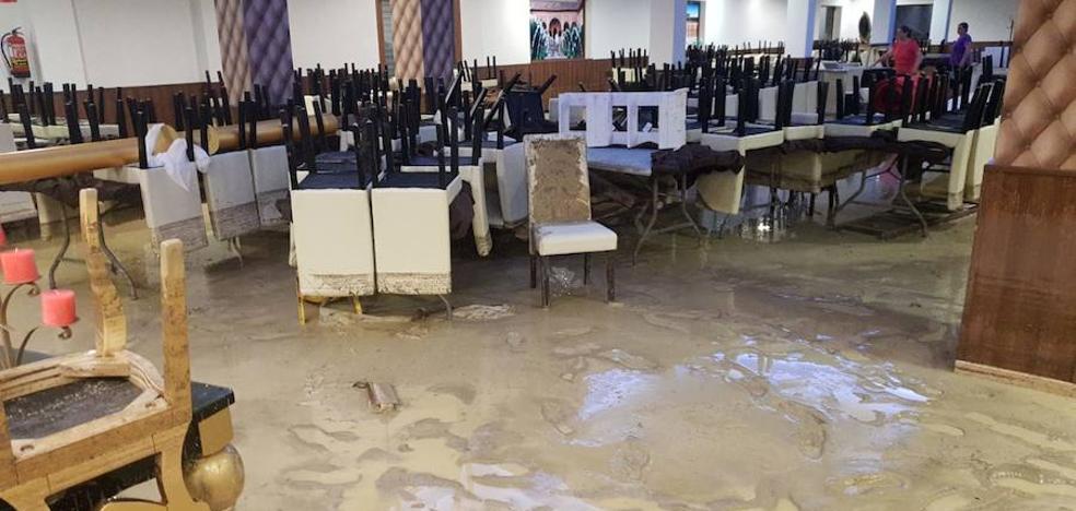 El desbordamiento del río Moro causa inundaciones en Campotéjar