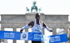 Kipchoge destroza el récord del mundo de maratón