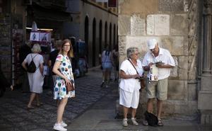 Más turistas, pero dejan menos dinero