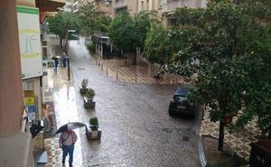 La tormenta deja ya una cafetería y viviendas inundadas en Jaén capital