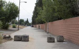 Padres del colegio Juan XXIII de la Chana reclaman mejoras en los accesos al centro escolar