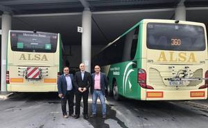 Casi la mitad de las líneas interurbanas de autobús en Granada tendrán soportes para llevar bicicletas
