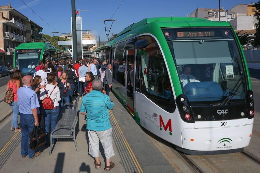 ¿Cuándo y cómo se puede hacer transbordo entre autobuses y con el metro en Granada?