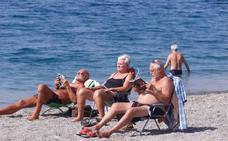 El sol y los bañistas regresan a la playa