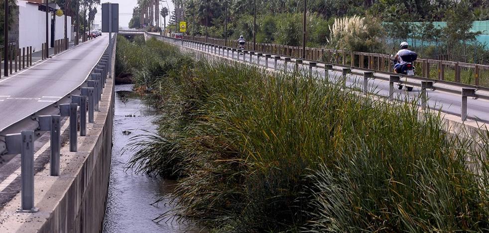 La Costa se enfrenta a la temporada de tormentas con las ramblas sin limpiar