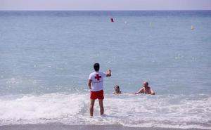 Los socorristas realizan 1.383 asistencias en Motril: el 88% por picadura de medusa