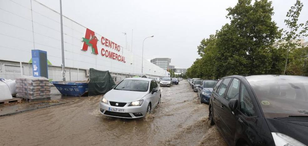 La tromba de agua causa varias inundaciones en Granada y área metropolitana