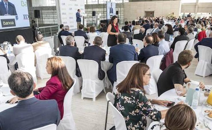 Desayuno informativo de IDEAL con el presidente de Bankia, José Ignacio Goirigolzarri