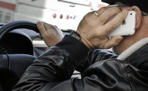 Las medidas que la DGT estudia para endurecer el control y multa por el uso del móvil al volante