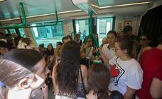 Paradas y coches llenos en la quinta jornada de huelga de los conductores del metro de Granada
