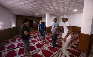 La familia del imán expulsado de La Rábita recurre ante la Audiencia Nacional
