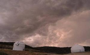 El precioso time-lapse de la tormenta previa a las Perseidas sobre La Sagra