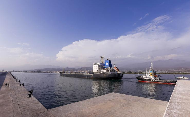 Llega a Motril un barco ruso en concurso de acreedores sin combustible suficiente para navegar por sí mismo