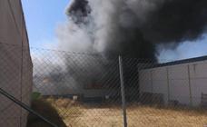 Las imágenes del incendio en el polígono industrial de Fuensanta de Martos