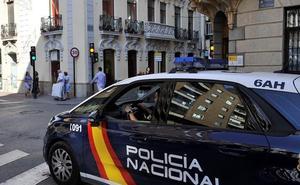 Arrestan a dos jóvenes en Granada cuando agredían a otro chaval para que retirara una denuncia contra ellos