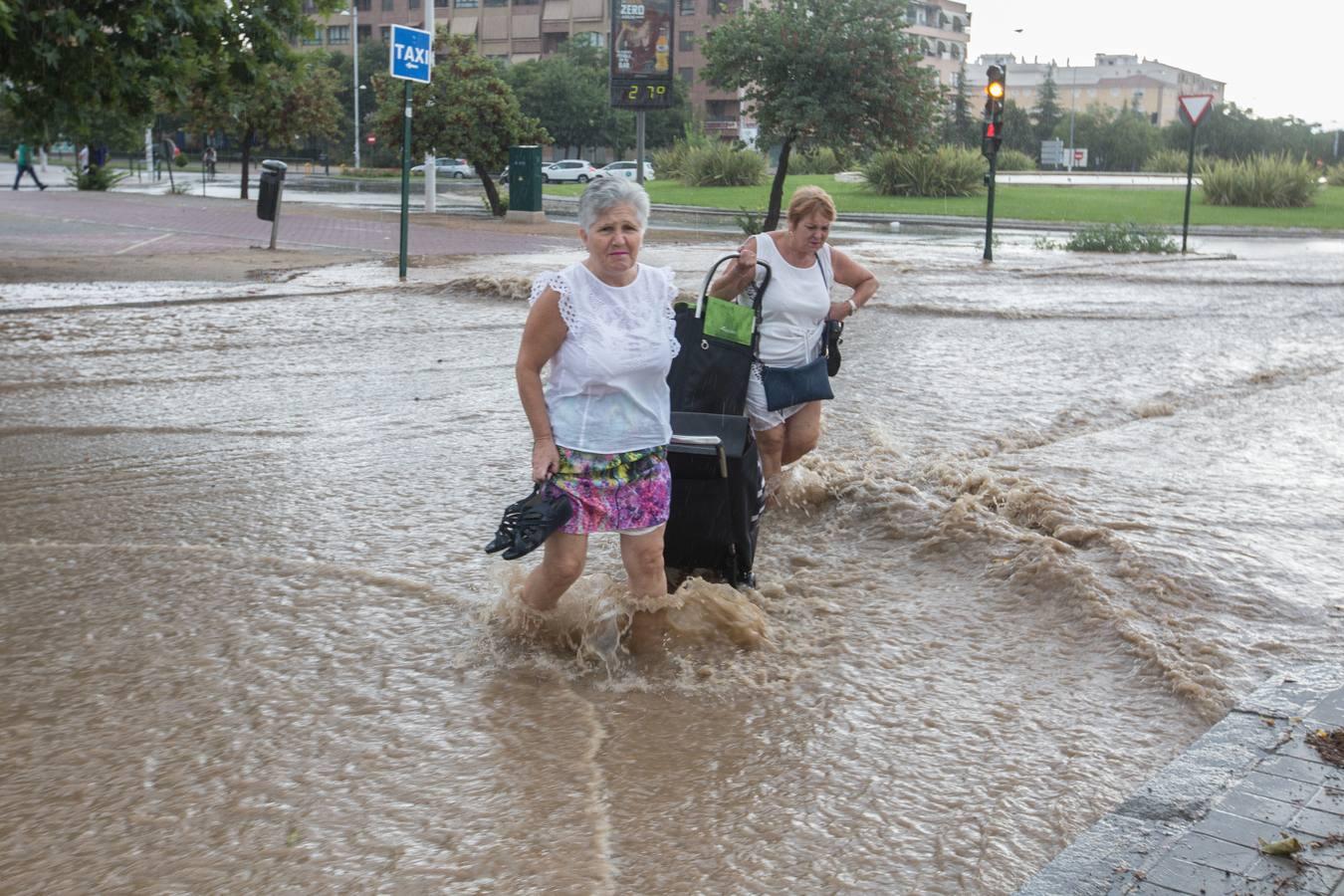 Caen 40 litros en apenas 10 minutos sobre Granada