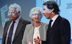 González y Aznar discrepan sobre lo idóneo de una reforma constitucional