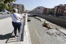 Limpieza de sedimentos en el río Genil tras la tormenta