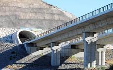 El Gobierno se compromete a llevar el tren al futuro puerto seco de Níjar