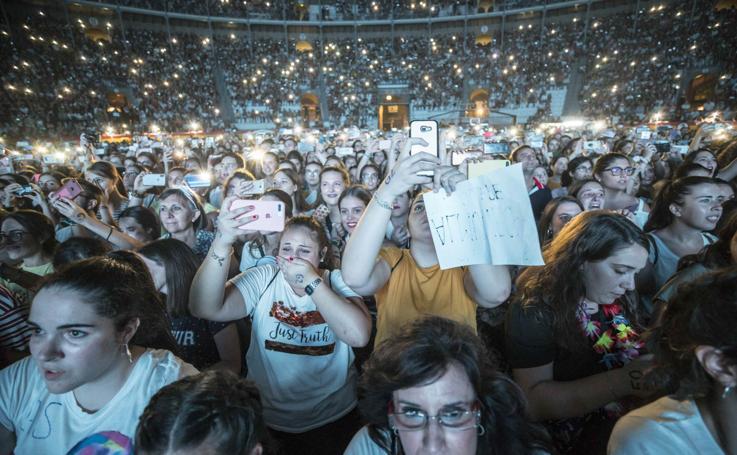 Entusiasmo y emoción en el concierto de Pablo Alborán