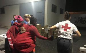 Llegan a Motril a 116 personas, entre ellas, diez bebés en una patera a punto de hundirse