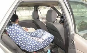 La policía desmiente que el lado izquierdo sea el más seguro para las sillitas infantiles