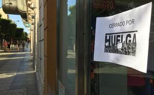 La huelga en el comercio textil cuelga el cartel de 'cerrado' en gran parte del sector en Almería