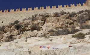 Amigos de La Alcazaba eleva una queja al Defensor del Pueblo andaluz por la «ruina» de las murallas de San Cristóbal