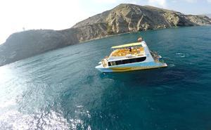 El único barco que ofrece rutas turísticas en la Costa Tropical se marcha a Canarias