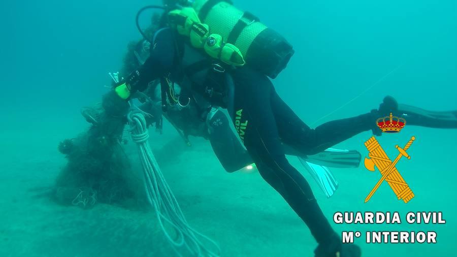 Retiran una red de 30 metros del fondo marino de Cabo de Gata
