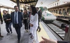 Todas las imágenes de la visita del ministro y el anuncio de la llegada del AVE en junio a Granada