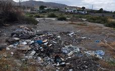 El PSOE denuncia que la suciedad en Huércal de Almería supone un riesgo para la salud