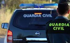 Detenido cuando circulaba en un vehículo en la A-92 con 25 kilos de marihuana en Diezma