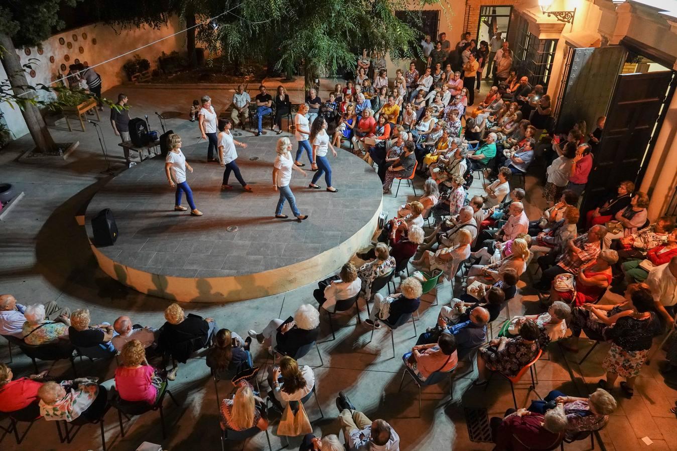 Exhibición de bailes en la Semana Cultural del barrio de Fígares