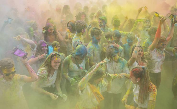 Cúllar Vega empieza sus fiestas con una explosión de colores