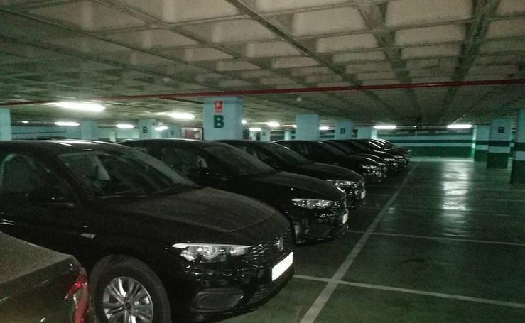 La flota de coches de Uber que ya se encuentra en un 'parking' de Granada