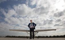 «Le doy un sobresaliente a la fiabilidad del transporte aéreo en Granada»