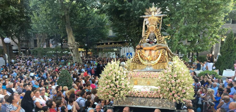 La Virgen de las Angustias recorre hoy Granada