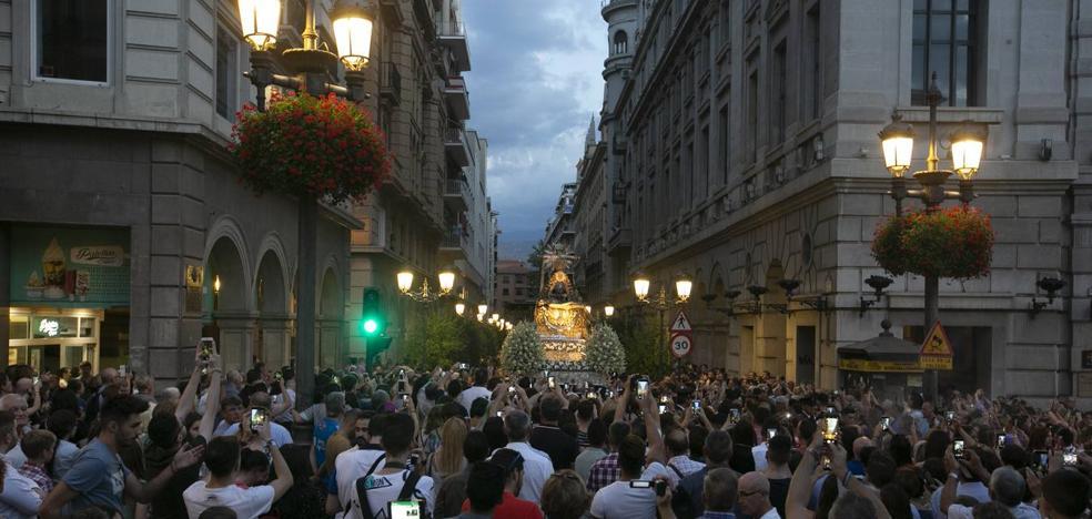 En directo | La Virgen de las Angustias ya regresa a su templo