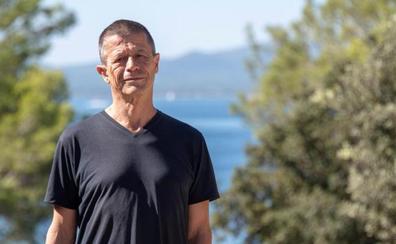 Emmanuel Carrère: «El futuro del periodismo es más preocupante que el de la novela»