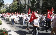 Los pensionistas se manifestan en Granada por los derechos de los mayores y por unas pensiones dignas