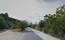 Rescatan a una mujer que quedó atrapada en su coche tras salirse de la vía en Ugíjar