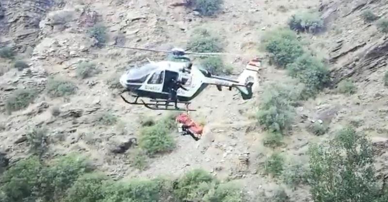 Cae por un desnivel de 50 metros en Nevada y pasa la noche a la intemperie