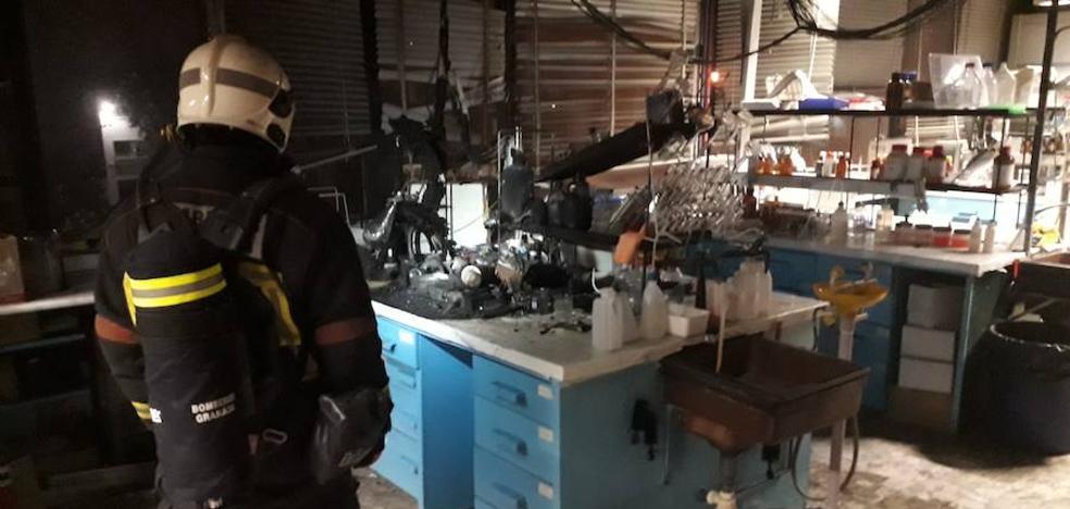 Conato de incendio en un laboratorio de la facultad de Ciencias de la Universidad de Granada