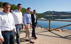 Juanma Moreno se refiere a la presa de Siles como «un monumento a la ineficacia de la Junta»