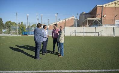 El Ayuntamiento de Granada arregla las «deterioradas» pistas del pabellón Aynadamar