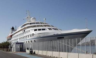 El crucero 'Star Breeze' realiza este lunes la primera de sus tres escalas otoñales en Almería