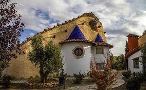 Dormir en una casa cueva, un lujo posible en 21 municipios de Granada